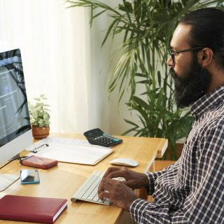 https://www.absolute-interpreting.co.uk/wp-content/uploads/2021/02/it-engineer-working-with-his-pc_small-320x320.jpg