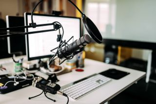 https://www.absolute-interpreting.co.uk/wp-content/uploads/2021/02/microphone-desk-radio-studio_small-320x213.jpg