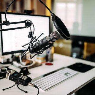 https://www.absolute-interpreting.co.uk/wp-content/uploads/2021/02/microphone-desk-radio-studio_small-320x320.jpg