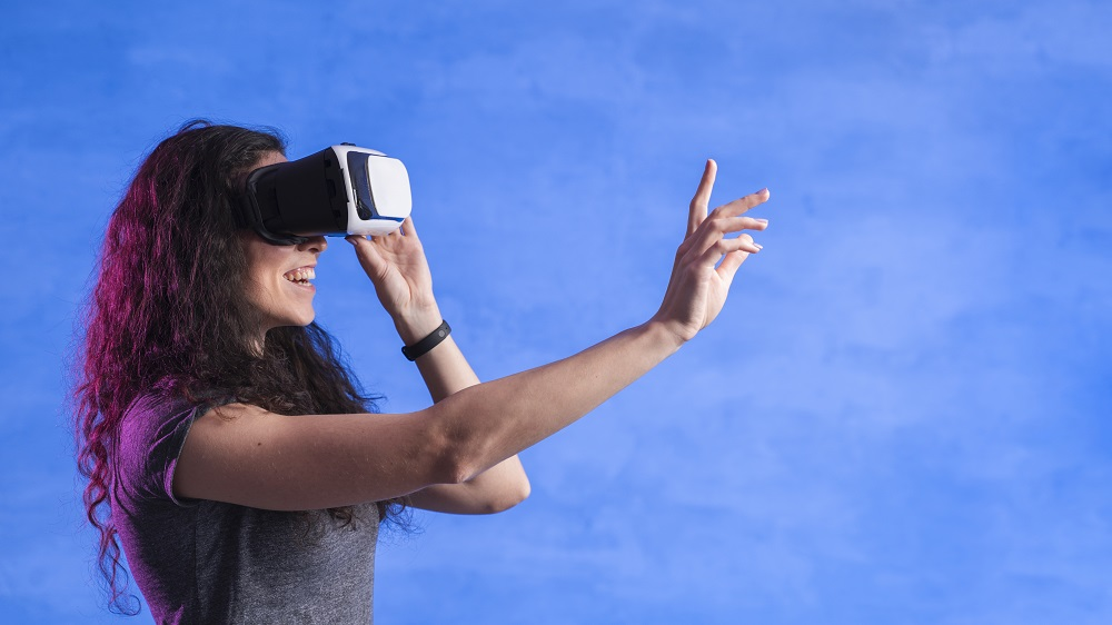 https://www.absolute-interpreting.co.uk/wp-content/uploads/2021/02/woman-playing-games-vr-set-modern-room_small.jpg